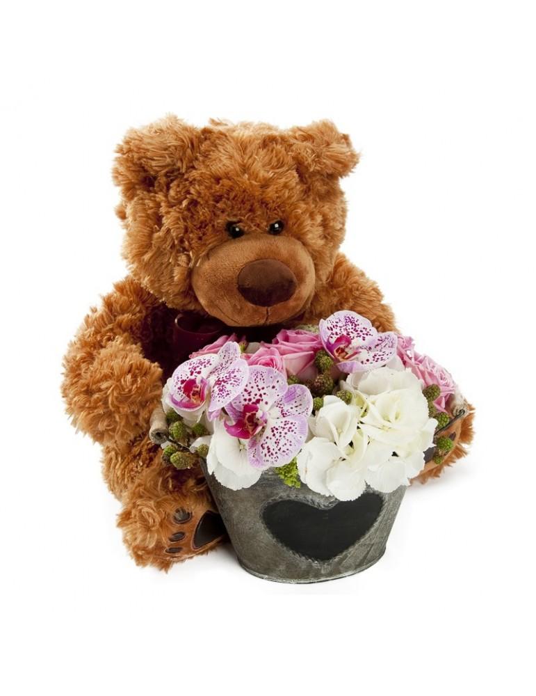 ours en peluche et petit pot fleuri