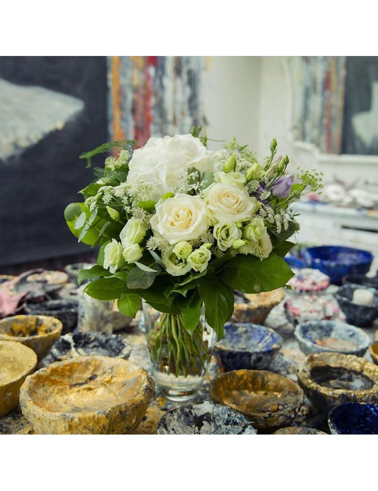 Bouquet de roses et hortensia blanc