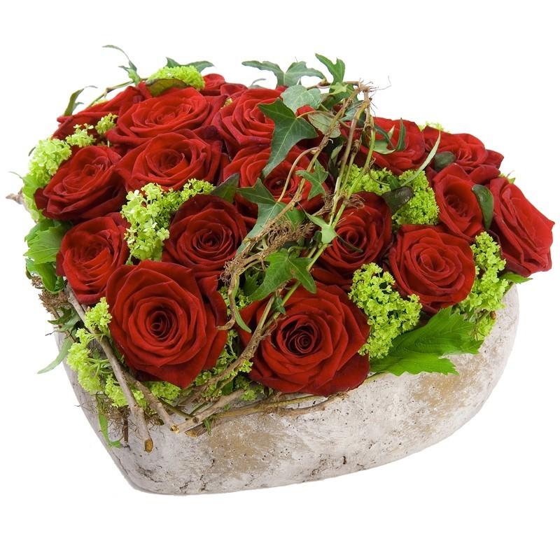 Roses rouges piquées coeur