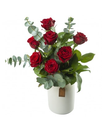 Bouquet de roses rouges dans vase-pot
